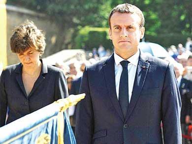 Barre Macron con opositores