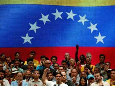 Llaman a paro nacional contra Maduro