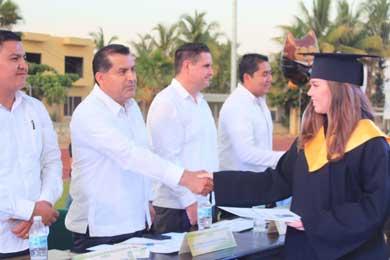 Se graduaron 335 estudiantes del COBACH 02