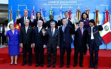 Suspende Mercosur a Venezuela