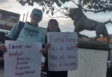 Protestan mujeres de EU en Oaxaca contra Trump