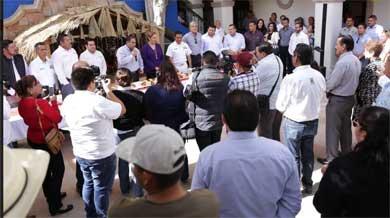 Comparten Rosca de Reyes