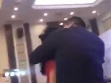 Suegro borracho besó a la novia