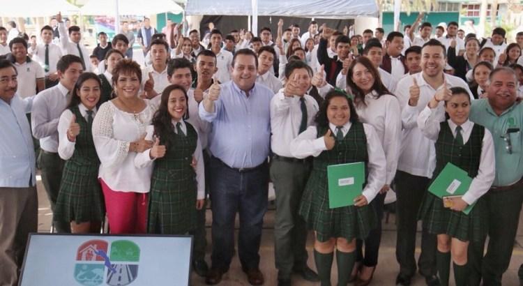Arranca programa de becas para el transporte escolar en Loreto