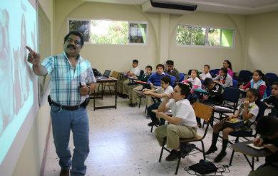 Ofreció la UABCS plática a estudiantes de primaria