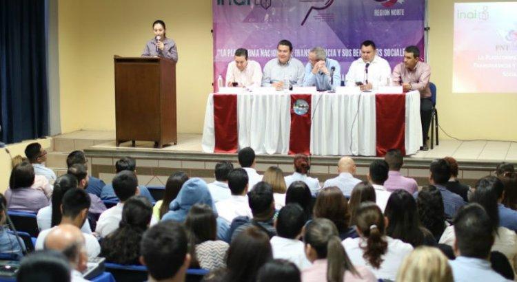 Imparte Delegado de INAI conferencia en la UABCS