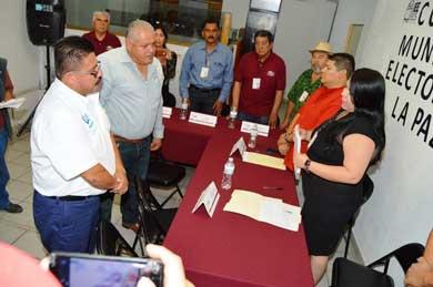 Solicita Leonardo Graciano registro como candidato a la alcaldía paceña