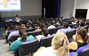 """conferencia """"Constitucionalismo y Democracia en México"""" impartido por Cristina Vega Ramírez, sobre la importancia jurídica en nuestro país"""