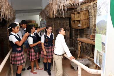 Visitan estudiantes el Museo de CSL