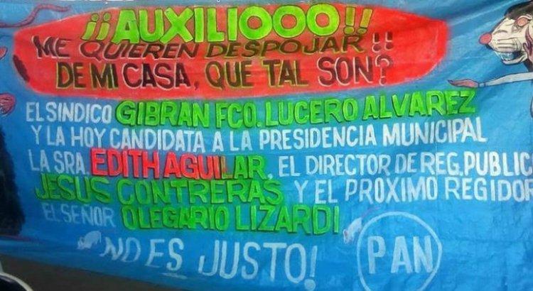 Se manifiesta familia en la plaza pública de Santa Rosalía
