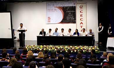Reconoce gobierno municipal a egresados del Cecati 106