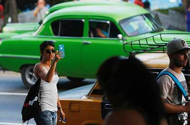 "Le da Cuba ""la bienvenida"" al Internet móvil"