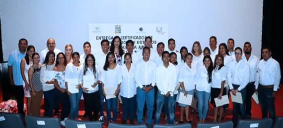 .- El delegado interino de Cabo San Lucas, Raymundo Zamora Ceseña encabezó el acto de entrega de 47 certificados del sistema de preparatoria abierta a alumnos que concluyeron de manera satisfactoria sus estudios