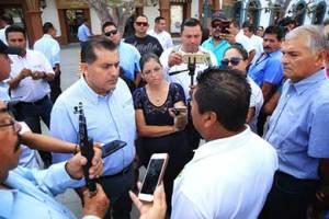 El secretario general municipal Luis Alberto González Rivera atendió a un grupo de transportistas del Municipio