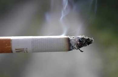 Fuma 40 cigarrillos al día