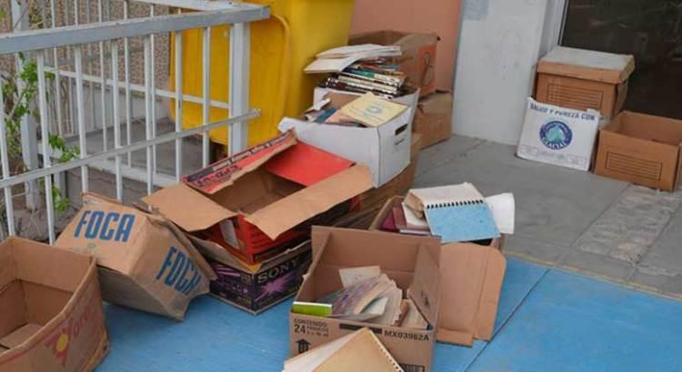 Tira el Tec La Paz 450 libros a la basura