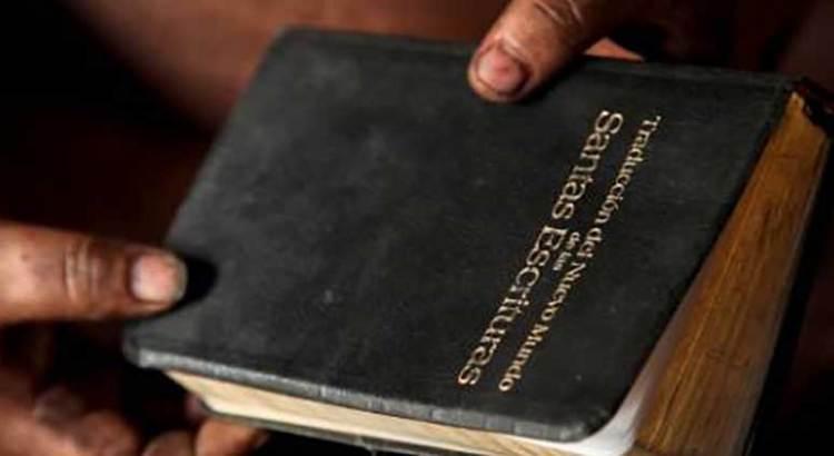 Intentó robar una biblia en Walmart