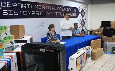 Entrega Rector de la UABCS equipo para laboratorios de sistemas computacionales