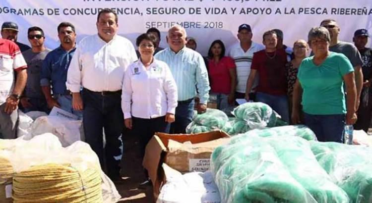 Entrega Gobernador apoyos a productores de la zona norte del estado