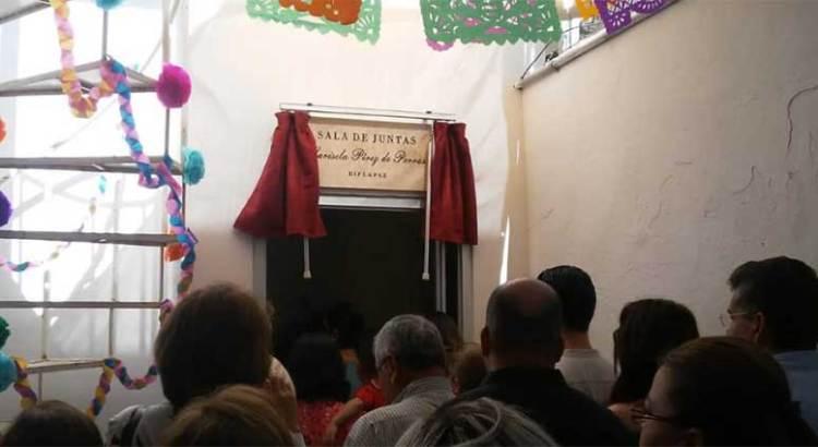 Develan placa en Sala de juntas del DIF La Paz