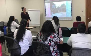 Capacitan personal del Centro de Justicia para las Mujeres