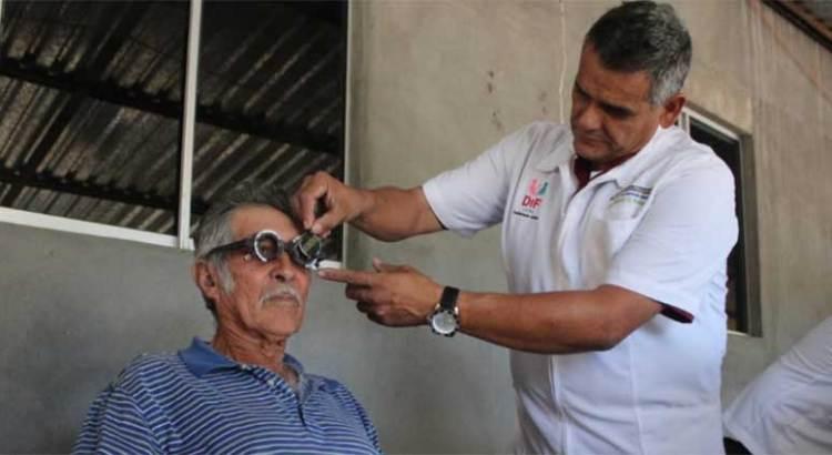 Ofrecen consultas dentales y estudios de la vista gratuitos