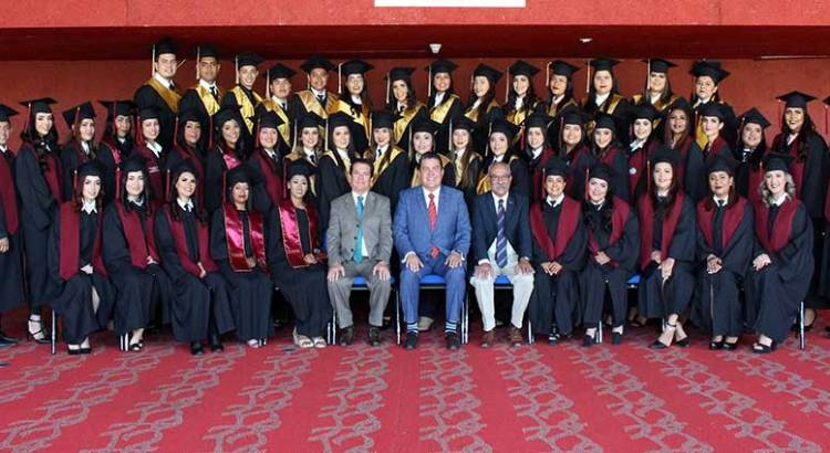 Egresan alumnos de Derecho de la UABCS Los Cabos