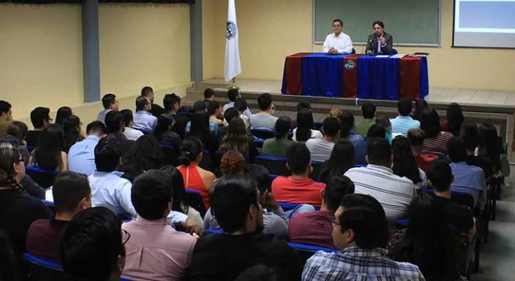 Imparten conferencia de derecho