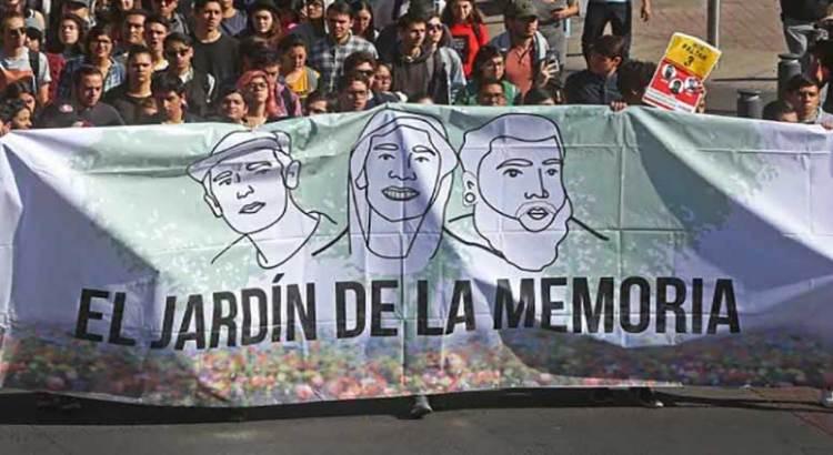 Con marcha recuerdan a estudiantes de cine desaparecidos hace un año