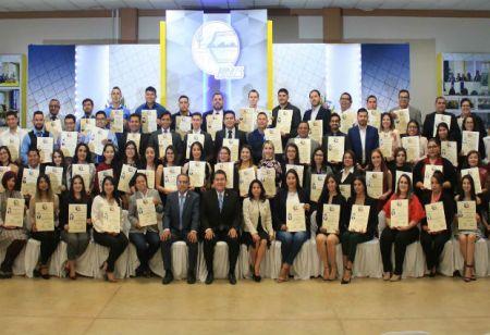 Entrega UABCS títulos y grados académicos