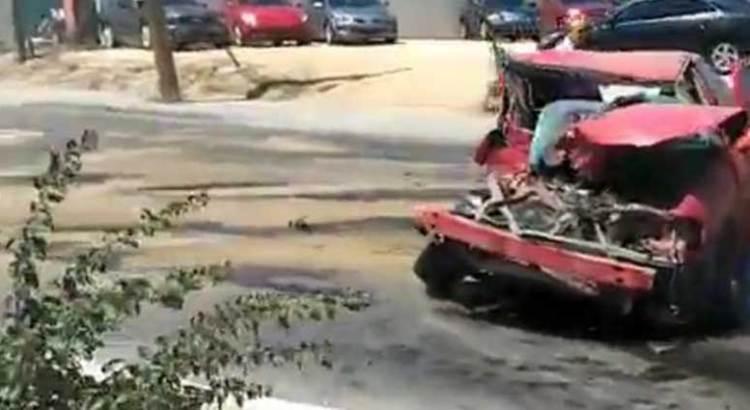Chocaron un camión de bomberos y un Sentra