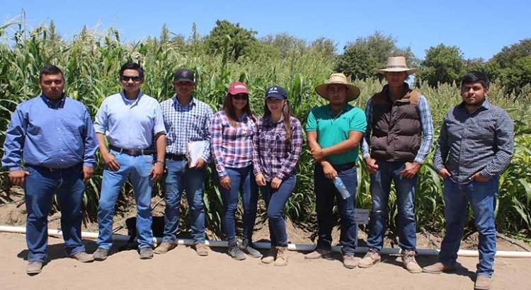 Exponen alumnos de la UABCS cultivos agrícolas
