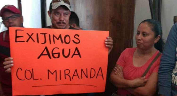 Se manifestaron contra Óscar Leggs