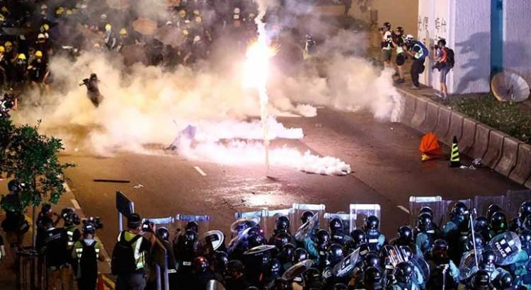 Sacuden a Hong Kong Nuevas protestas y disturbios