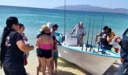 Rescatan a niña arrastrada por el mar