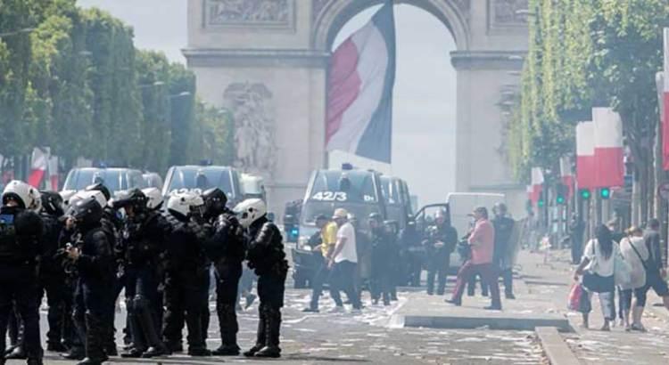 """Empañan """"chalecos amarillos"""" fiesta nacional en Francia"""