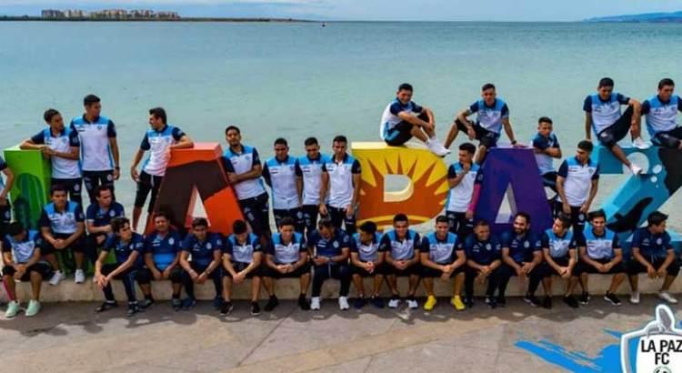 Dañaron futbolistas las letras de La Paz
