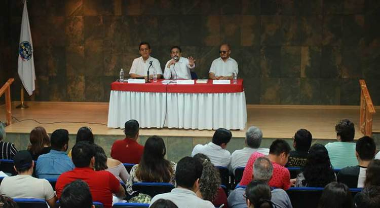 Dialoga Senador con universitarios sobre el quehacer legislativo