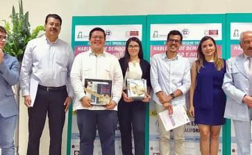 Ganan alumnos de la UABCS concurso de oratoria