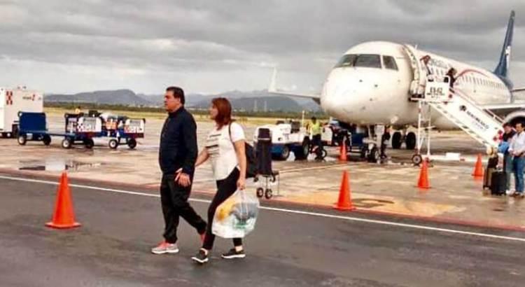 De la mano de su esposa, regresó Rubén Muñoz de Brasil