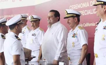 Acude Gobernador a ceremonia de graduación de pilotos de la Marina Armada de México