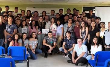 Dialoga Presidenta de la AHLC con estudiantes de la UABCS