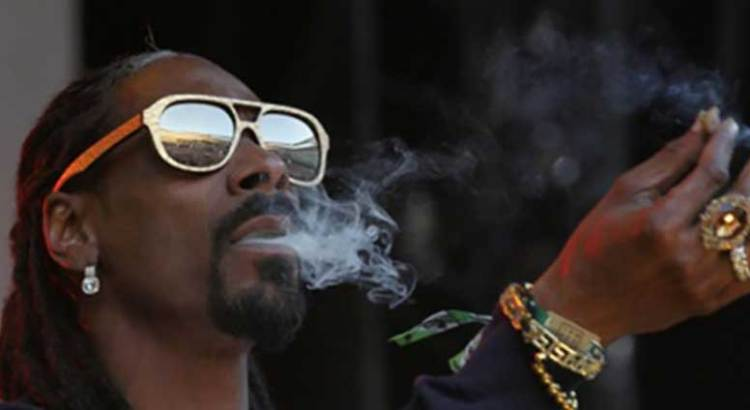 Contrató Snoop Dogg a forjador de porros