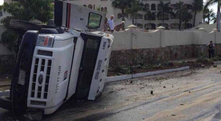 Se volcó camioneta de valores