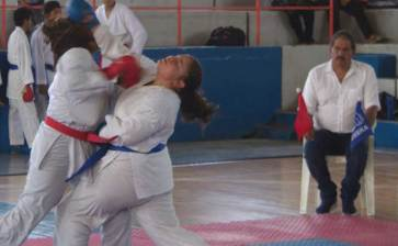Gran nivel en Torneo Municipal del Karate Do