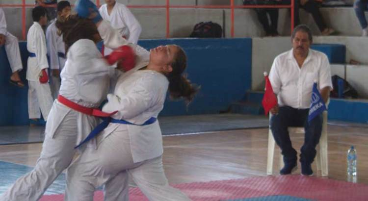 Gran nivel en Torneo Municipal del Karate Do