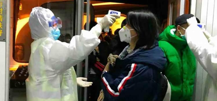 """Reconoce la OMS """"escasez crónica"""" de equipo contra coronavirus"""