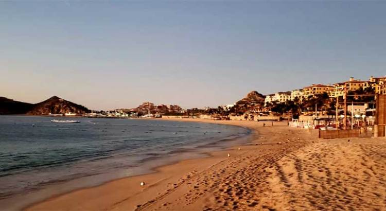 Desiertas, lucen las Playas de Los Cabos