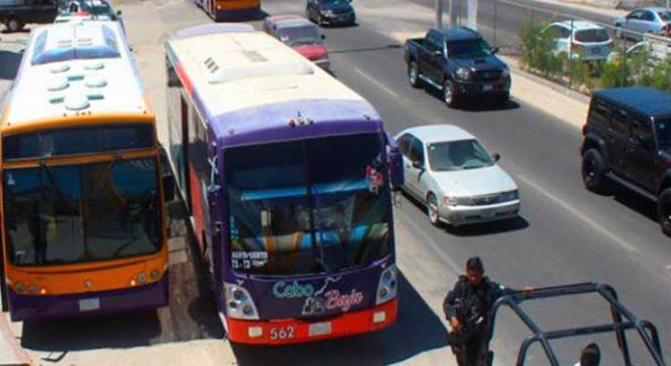 """Por jugar """"carreritas"""" detuvieron a dos choferes de autobús"""