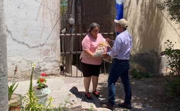 Entregan despensas en  San José y San Miguel de Comondú